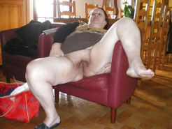 Breitet pussy oma amateur sich hairy