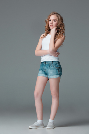 Girl jean shorts teen junge tight
