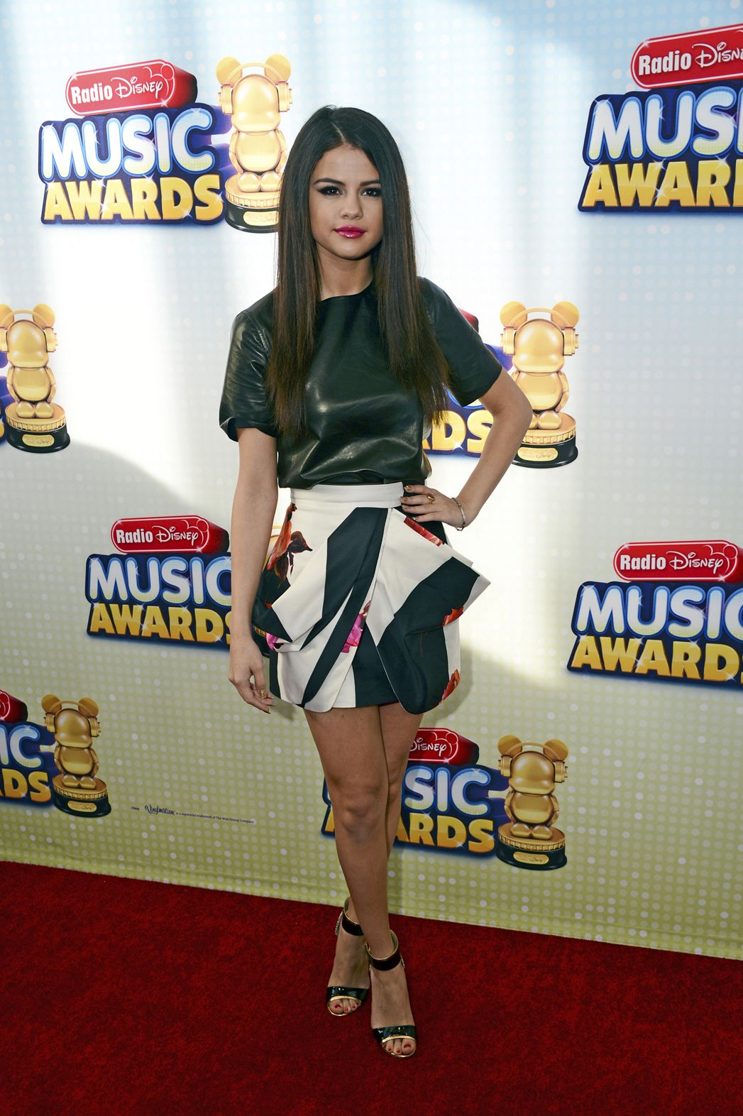 Disney music awards gomez radio selena