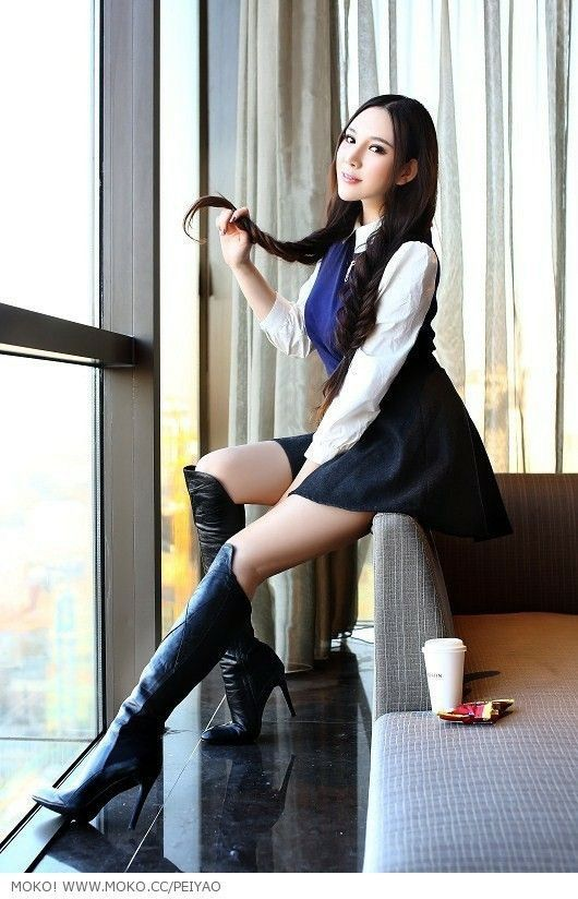 Overknee in asian stiefel girls nackt