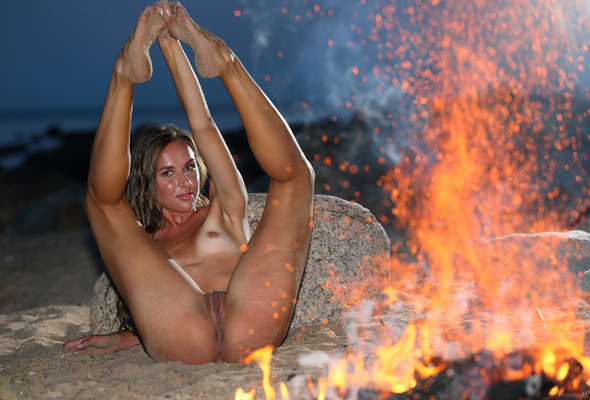 Nude fire on sexy girl