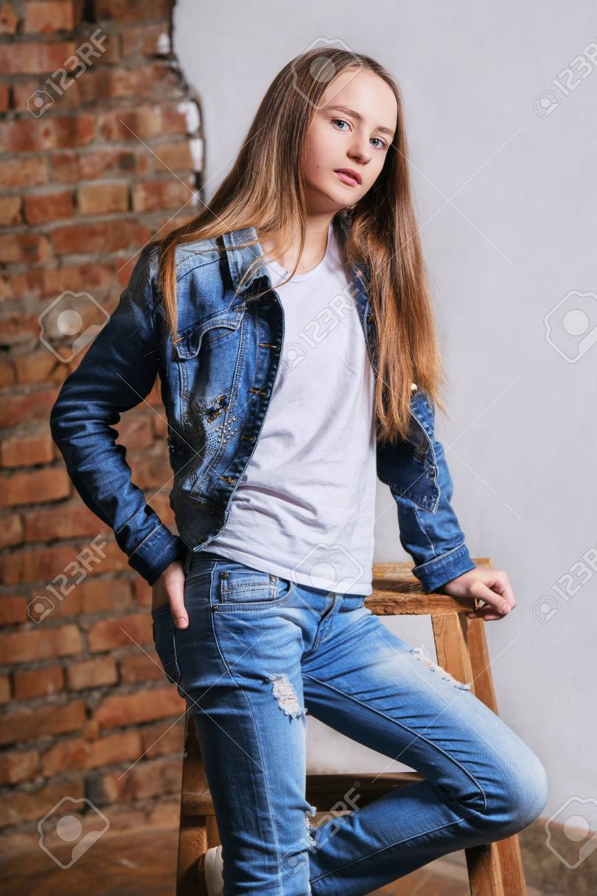 Teen girl jeans young modell
